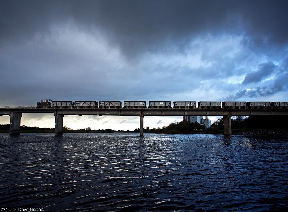 bnm-empty-rake-crossing-river-shannon-shannonbridge-ie-10-02-12_0060-l