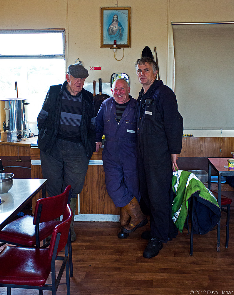 michael-and-coworkers-in-tea-centre-bloomhill-ie-10-03-12_0358-l